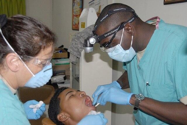 歯科医師_姿勢1